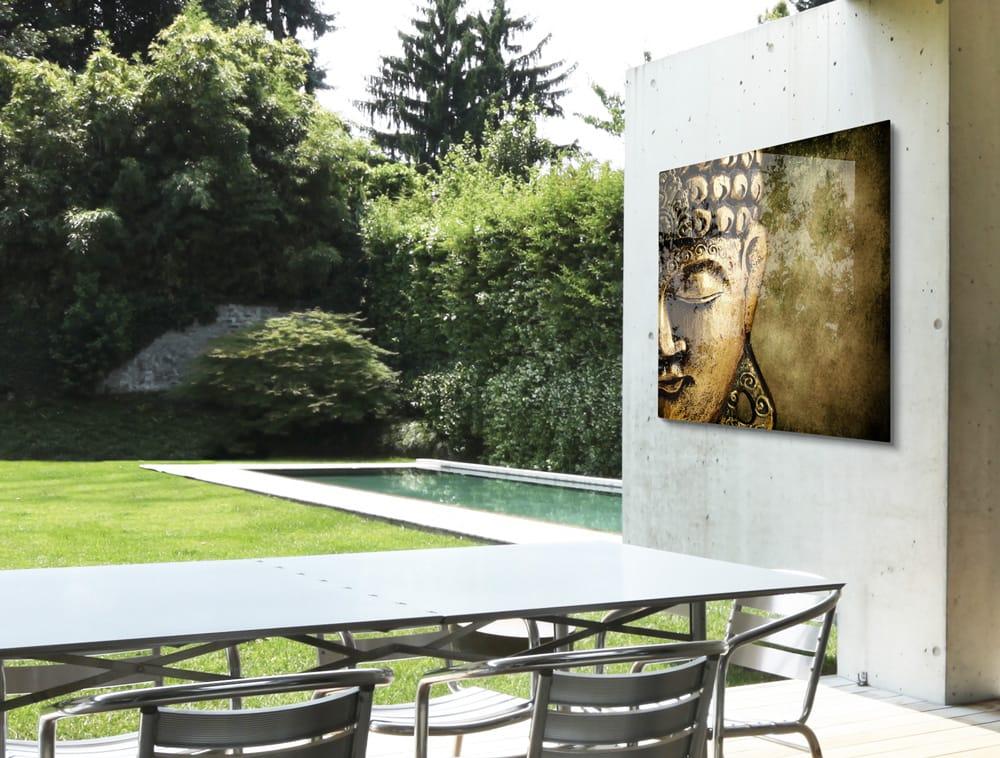 HD Metal buiten in de tuin opgehangen